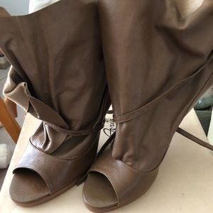 BCBG MaxAzria brown platform wrap bootie size 10